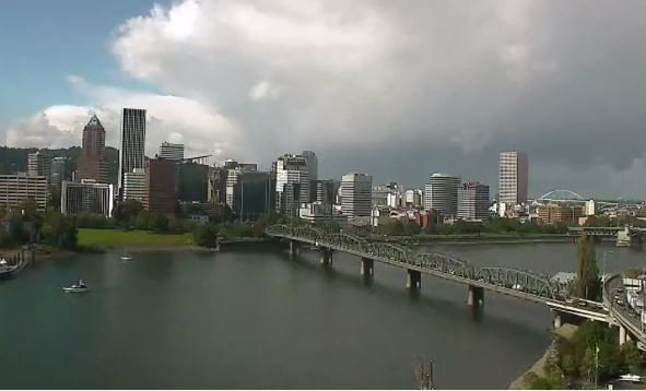 Hey Portland. It&#39;s pretty right now, but don&#39;t look behind you. #pdxtst #LiveOnK2<br>http://pic.twitter.com/y2sWn9KXH7