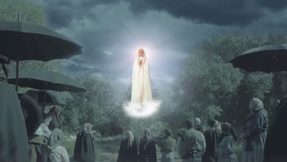 100yrs ago, 70K people saw the sun dance in the sky in a phenomenon unexplainable by science.  http:// ewtn.com/fatima  &nbsp;   #flashbackfriday #EWTN<br>http://pic.twitter.com/xbR99PSZH1