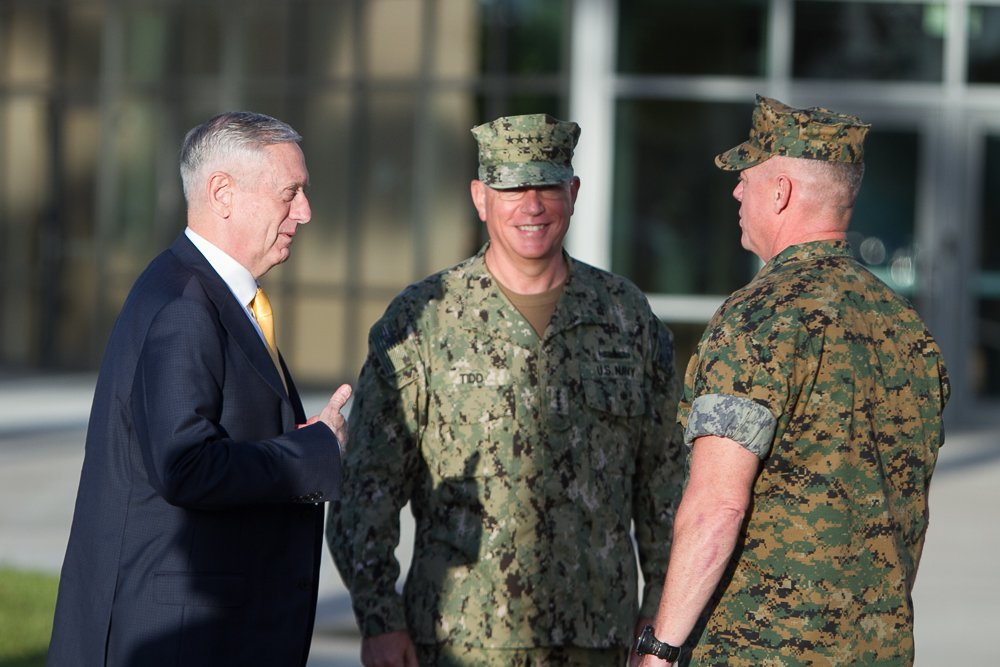 #SecDef James Mattis is welcomed by @AdmKurtWTidd, SOUTHCOM commander, during his visit today to SOUTHCOM HQ in Miami. @DeptofDefense<br>http://pic.twitter.com/ajFHeLjReq