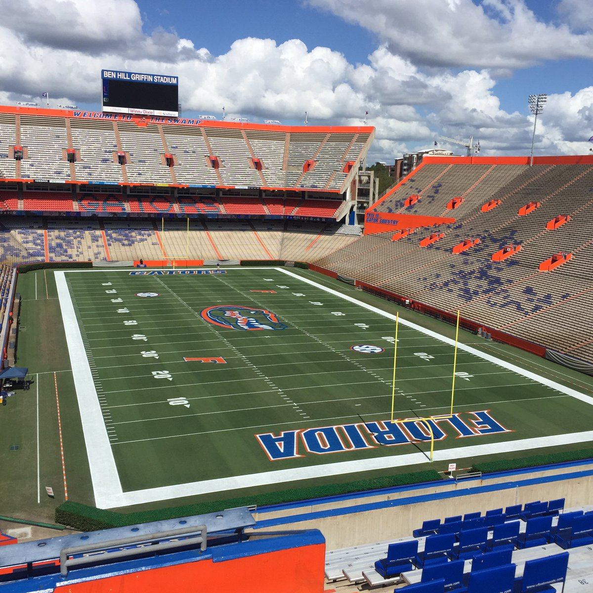 The #Swamp is ready for the 3rd game in a row.  #GoGators<br>http://pic.twitter.com/gvA3p6loss