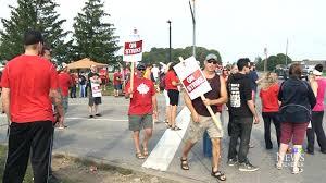 #UPDATE: GM and Unifor reach tentative deal for striking Ingersoll plant workers #NEWSTALK  http:// bit.ly/2g9uJcF  &nbsp;  <br>http://pic.twitter.com/fVrSOZoYud
