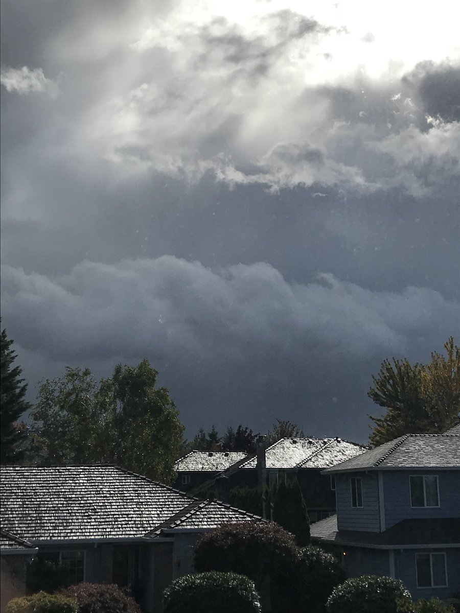 Crazy weather! One picture is from my front yard and the other is my backyard. #pdxtst #pdxwx #orwx<br>http://pic.twitter.com/7E9lpouC85