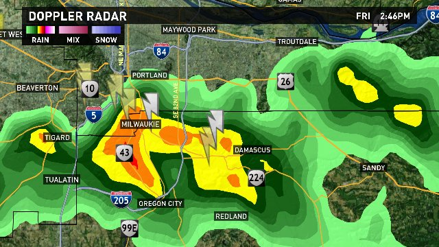 STRONG t-storm, just moved thru downtown #PDX. Headed to Oregon City area. Careful out there! #pdxtst @kgwnews<br>http://pic.twitter.com/dquDUQ98ro