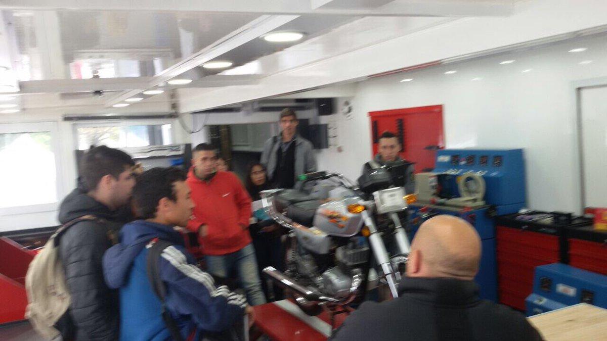Capacitación en automotores en Tres de Febrero en los ATM del @INETetp...