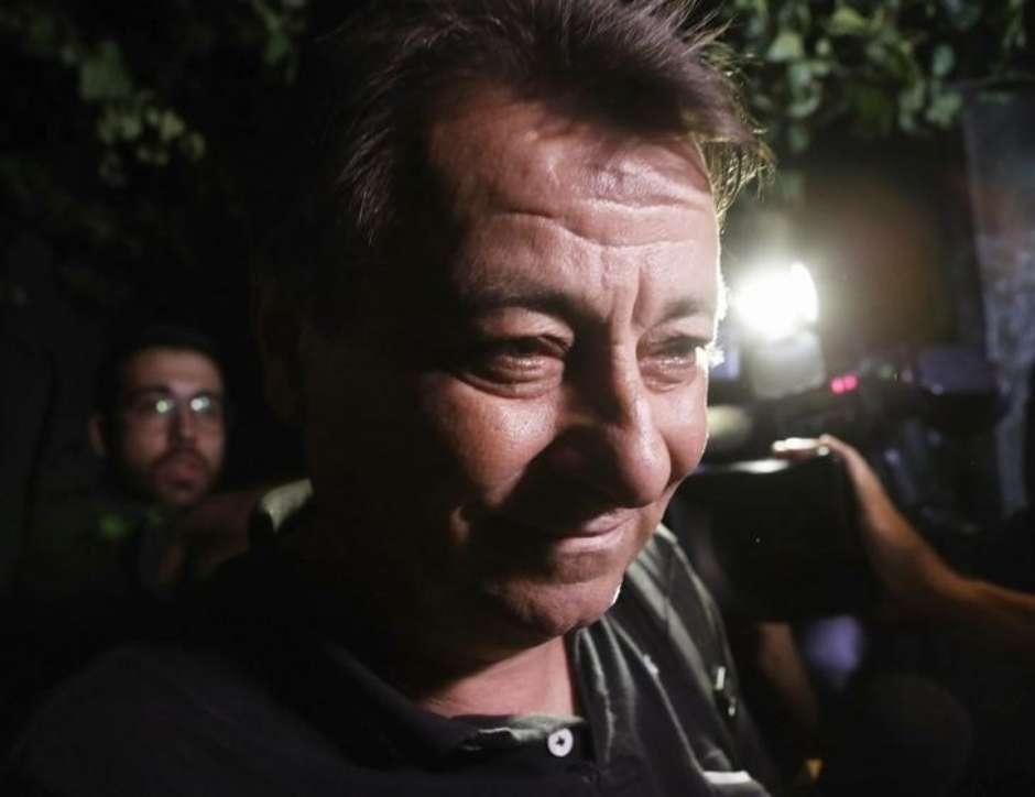 Ministro do STF Luiz Fux concede liminar para evitar extradição de Battisti https://t.co/u8diPftN3m