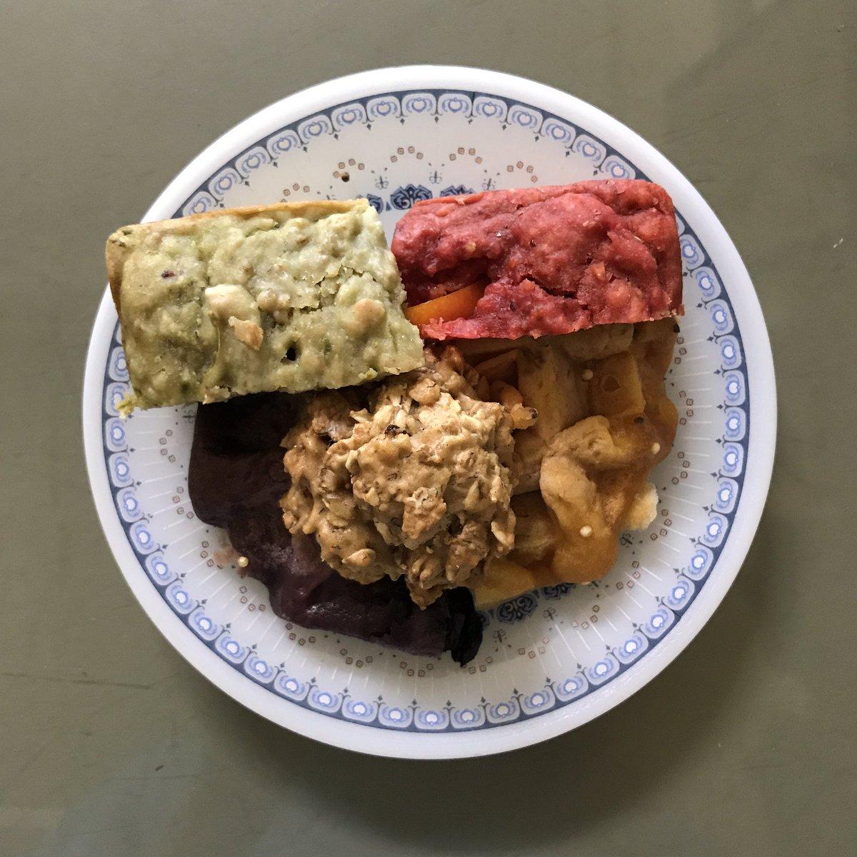 Sunday lunch break  #eatatease #leanlife #fewsfood #twinings #แด่งานของฉันแด่วันพรุ่งนี้<br>http://pic.twitter.com/favAN7OoKR