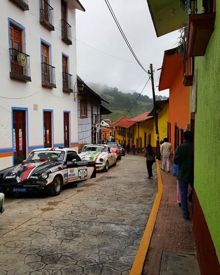 The colors of Mexico during @lacarrerapanamericana 2017   #StefanJohansson #VisitMexico #MexicoQuerido #LaPanamericana30 #FuerzaMexico  <br>http://pic.twitter.com/UkrM1Tti8Q