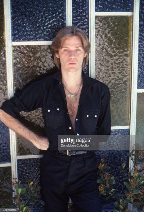 Happy birthday Daryl Hall who was my first love.... (    )