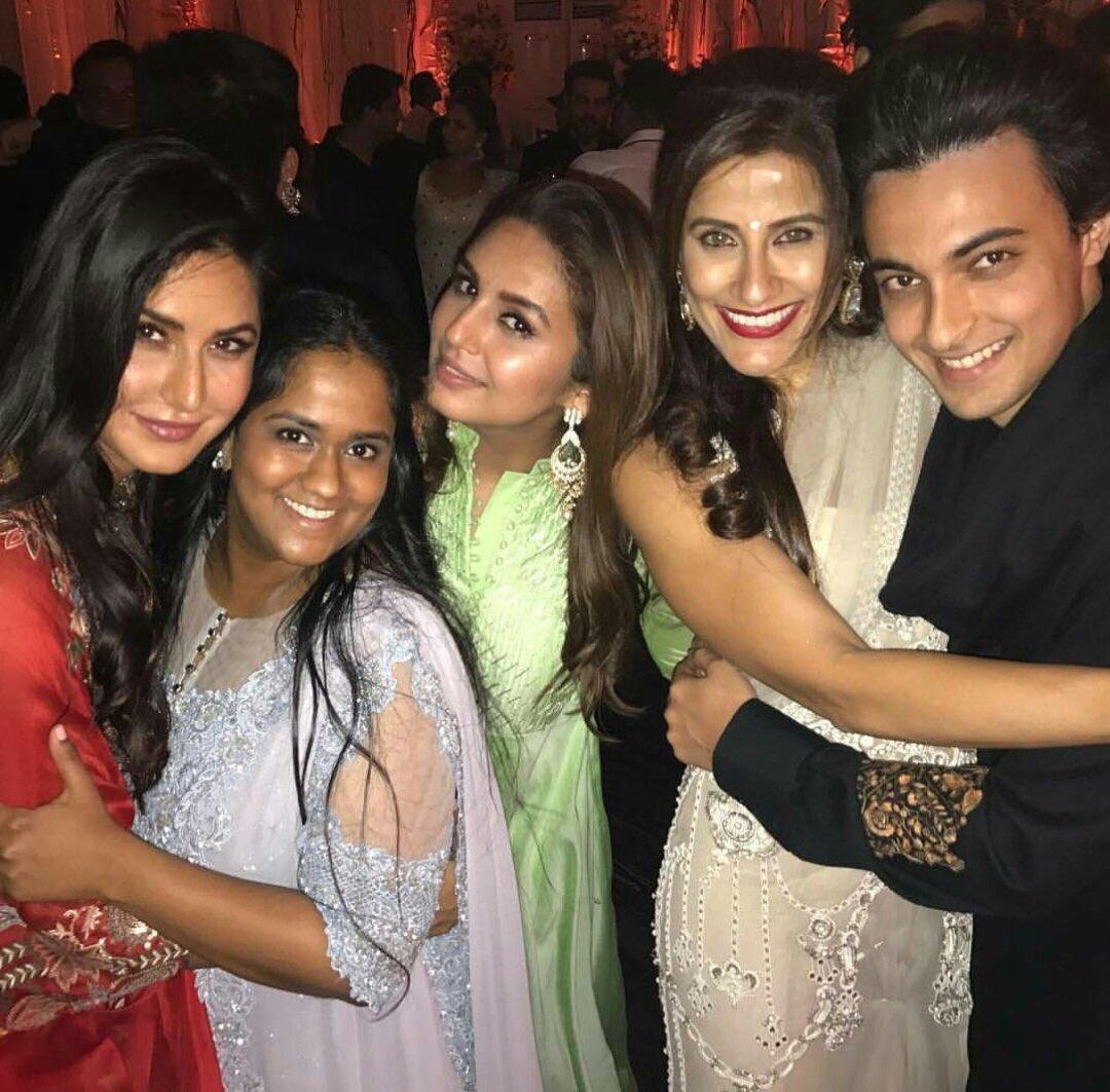 """Katrina Kaif Daily on Twitter: """"Katrina with Arpita Khan, Huma Qureshi and  Yasmin… """""""