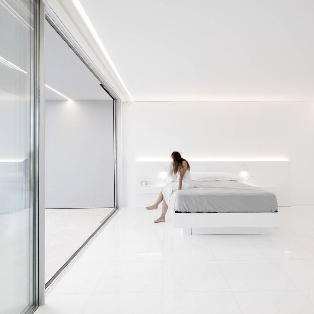 The subtle luxury of modern living.  La Pinada House by @FranSilvestreAr. #5STYLE #minimalist #architecture #minimal #luxury #white #home<br>http://pic.twitter.com/xYe7Pr9Ouq