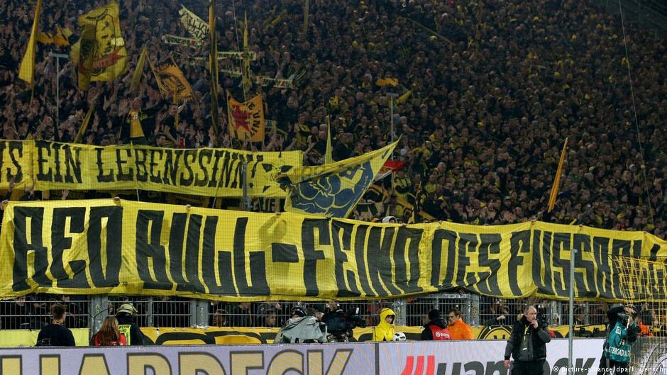 #Borussia #Dortmund supporters to protest against Red Bull again this afternoon.   What&#39;s planned and why:  http:// p.dw.com/p/2lhJT  &nbsp;   #BVB<br>http://pic.twitter.com/KDcarVqoRb