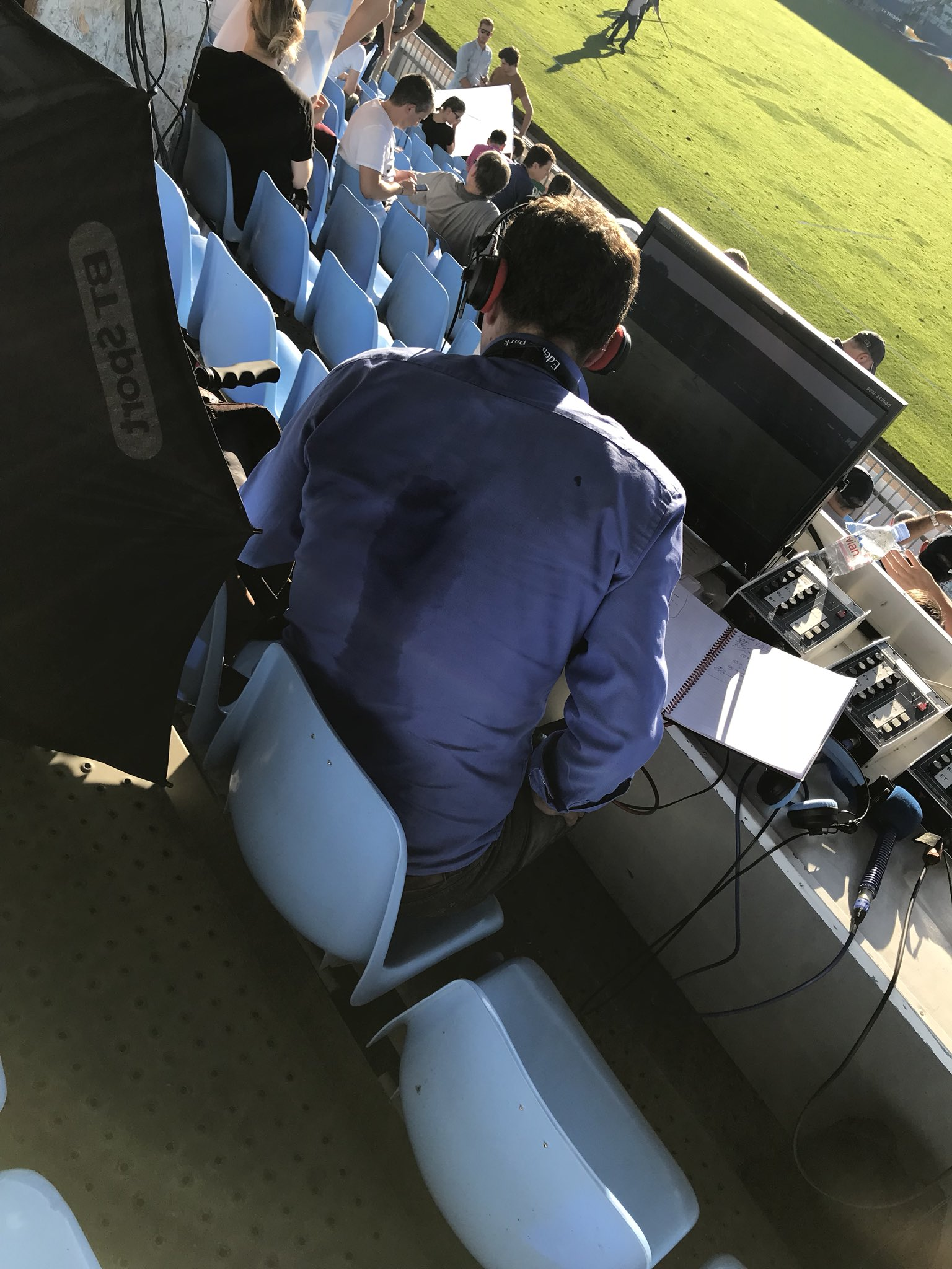 Think the commentators position is a bit hot today @btsportrugby https://t.co/2MwdYROaFe