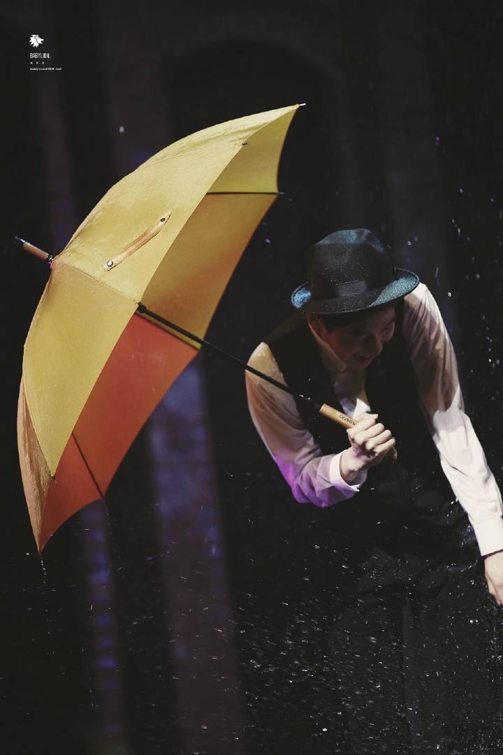 Картинки по запросу baekhyun singing in the rain