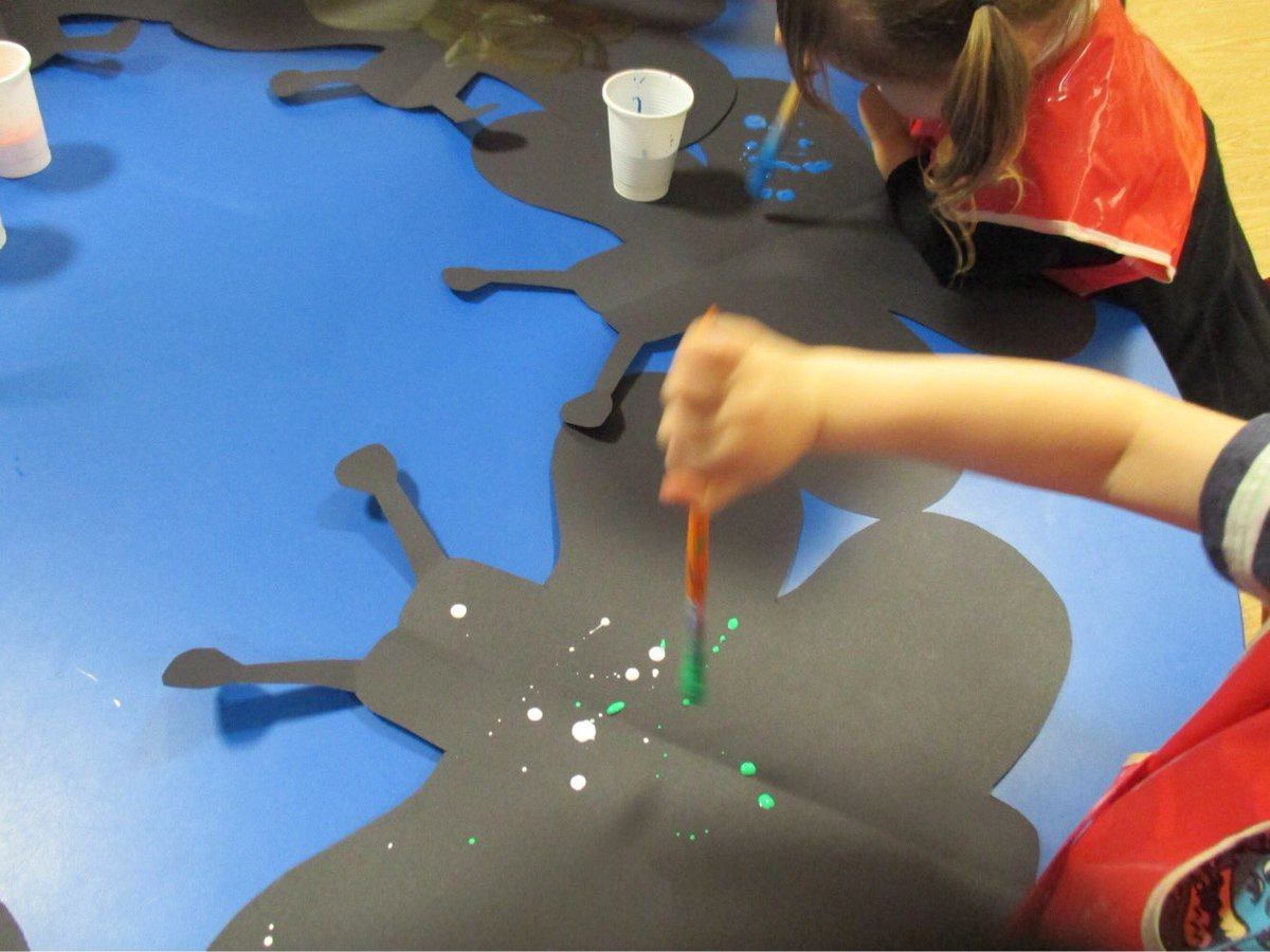 Exploring #symmetry with #folding and #splashing different #colours ! #creative #CIP #maths #messyplay @Mayflower_MCA<br>http://pic.twitter.com/8Q4EKZqDrJ