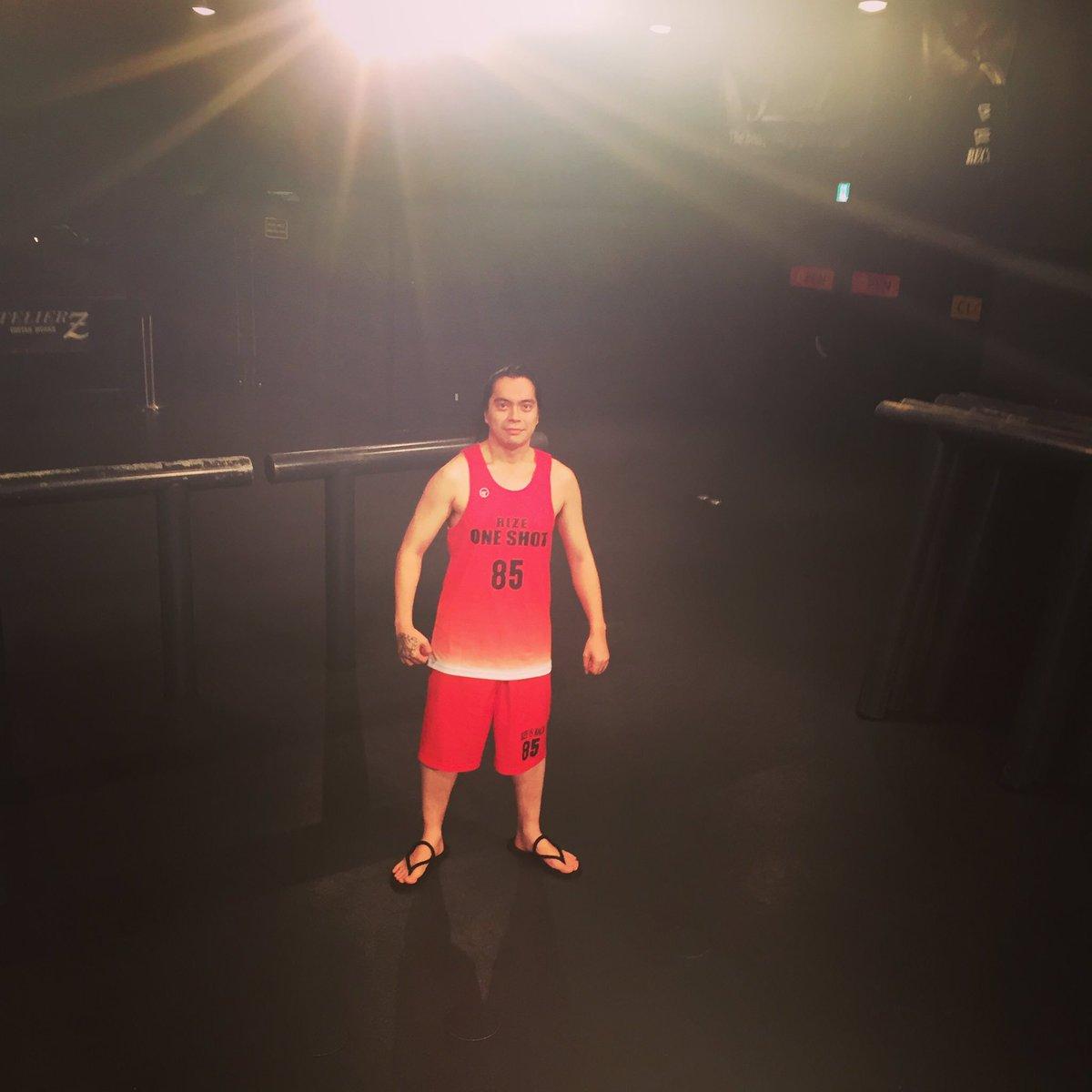 今日のリハ中に謎の凄腕バスケプレーヤーが登場しました。 https://t.co/Jyj4YDWMEG