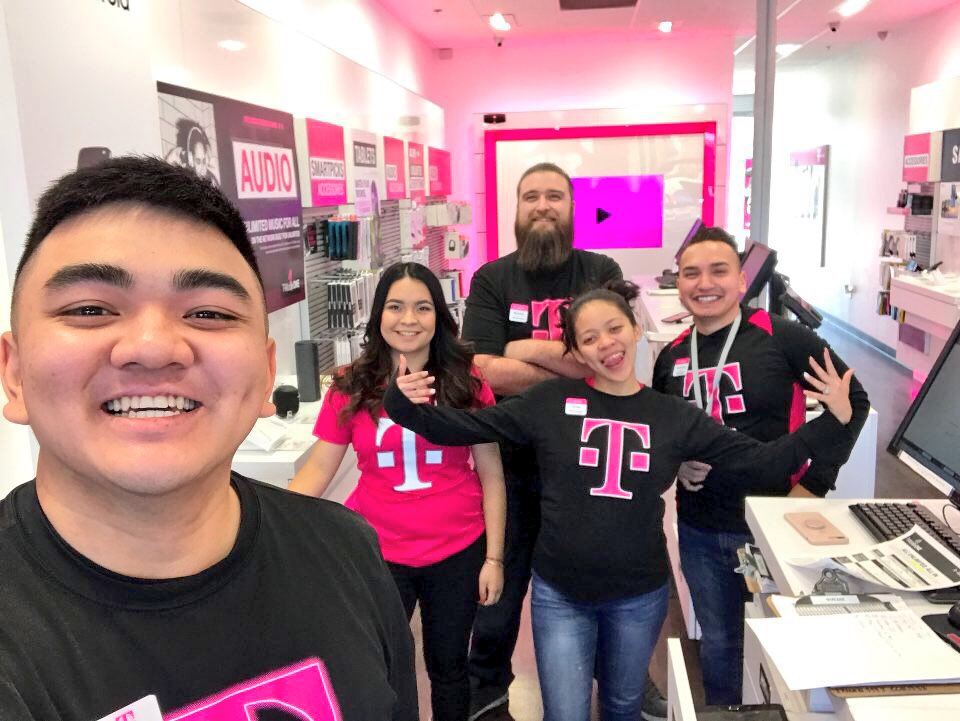 We are all 1 Big family!! @Fmurata94 supporting @tmalayt @SUUYOUNGGGG @nkeese82 @YuvaGonzalez11  #EDUBNATION #folsom&amp;59th #weekend<br>http://pic.twitter.com/p82DBfeU0p