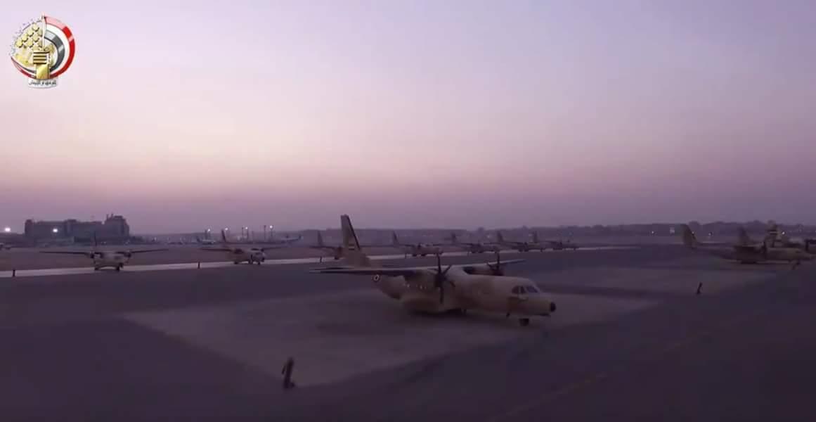 مصر تتسلم آخر 3 طائرات نقل تكتيكي C295s هذا العام وذلك من أصل  إجمالي 24 طائرة  DMH9O8BWkAEXBu2