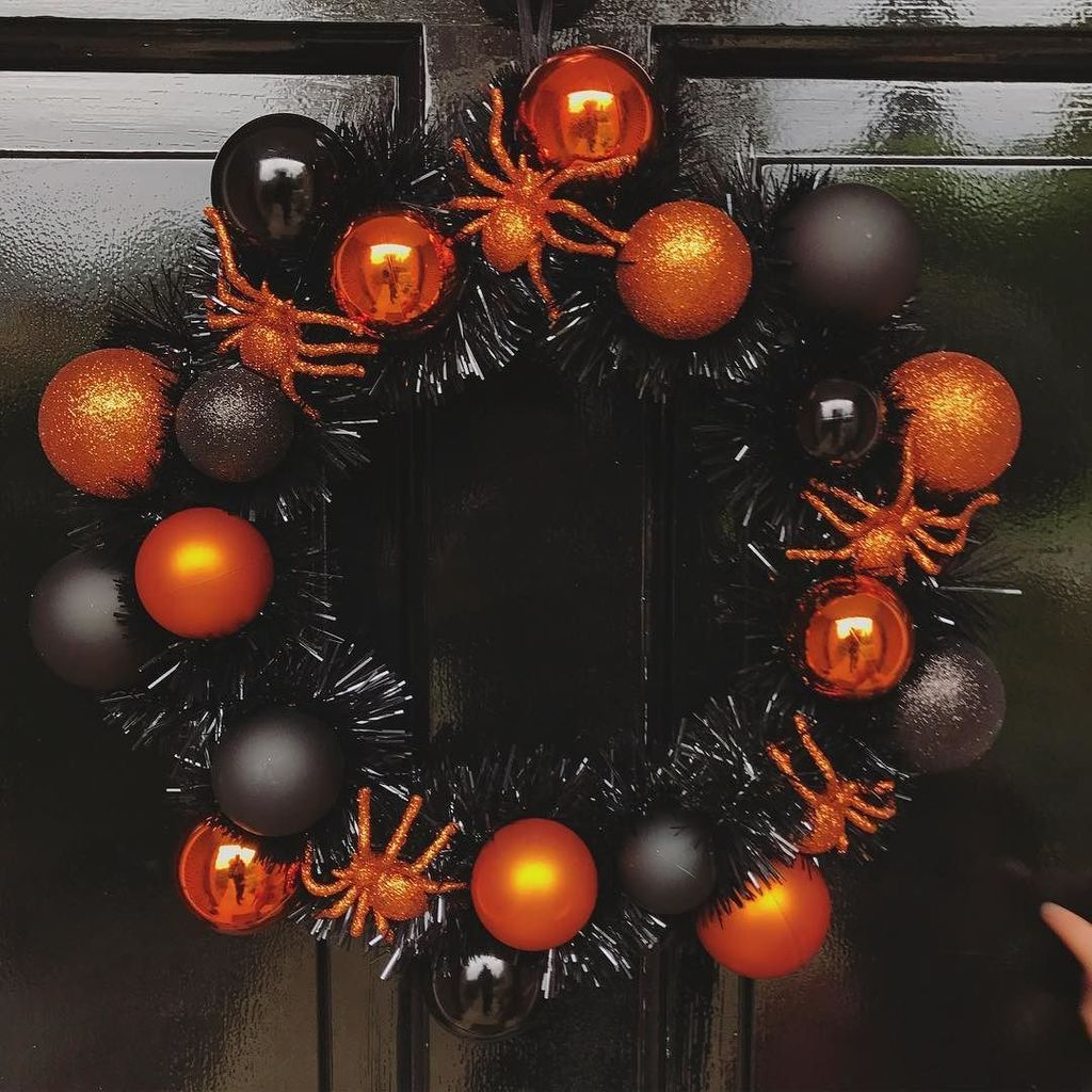 Any excuse for a wreath 🕸🕷🎃 https://t.co/d1BaLrSiur https://t.co/OhO1e0auid