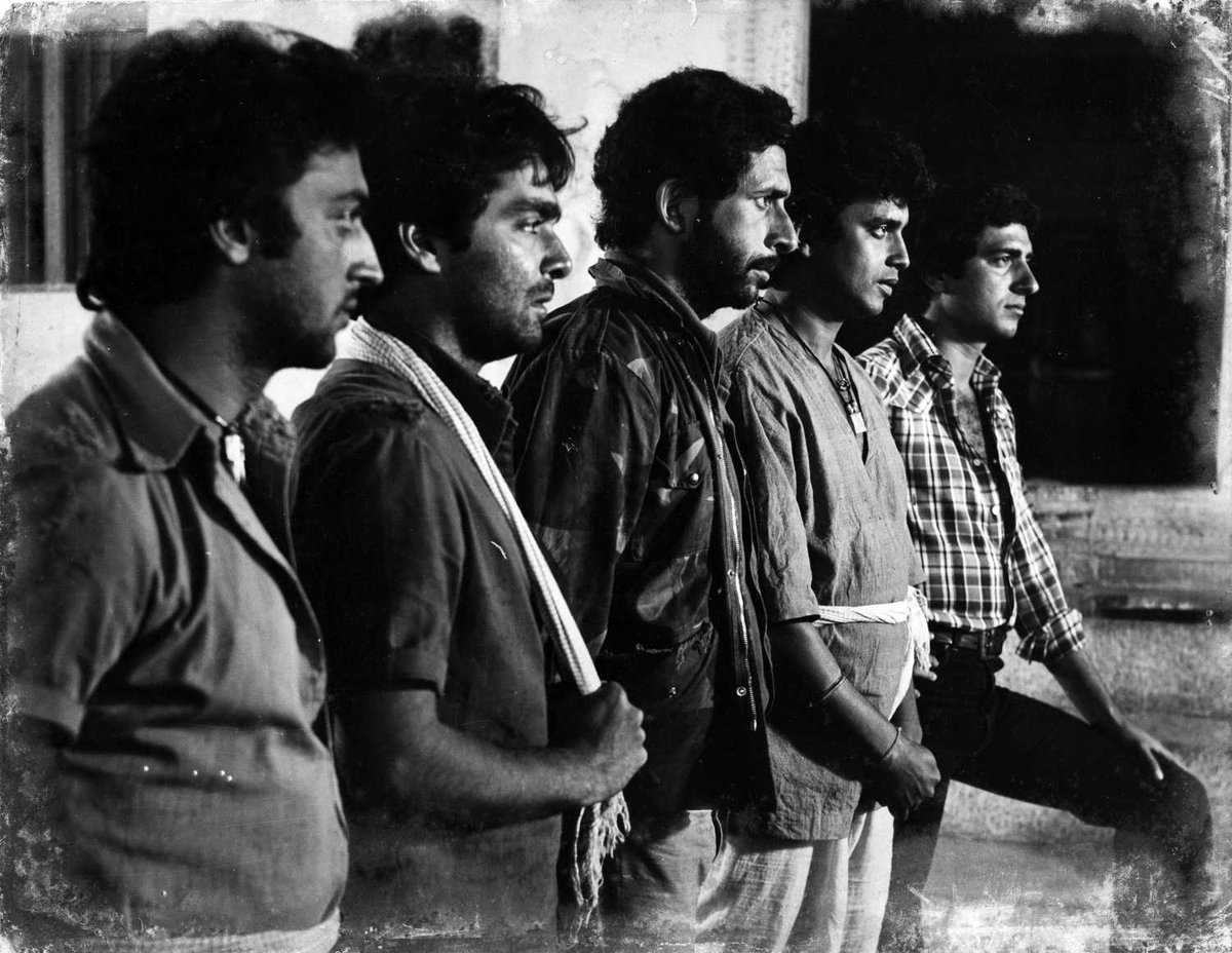 (1980)'Hum Paanch'  The movie was an adaptation of the Mahabharata. This film is a remake of 1978 Kannada film 'Paduvaaralli Pandavaru' https://t.co/tIo6K5RHRD