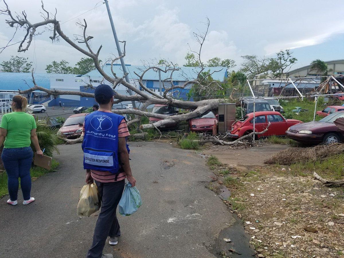 Helping people in need. Going door to door #Service #SERVICIO #PuertoRico #HumanityFirst<br>http://pic.twitter.com/cshrZiNZ1O