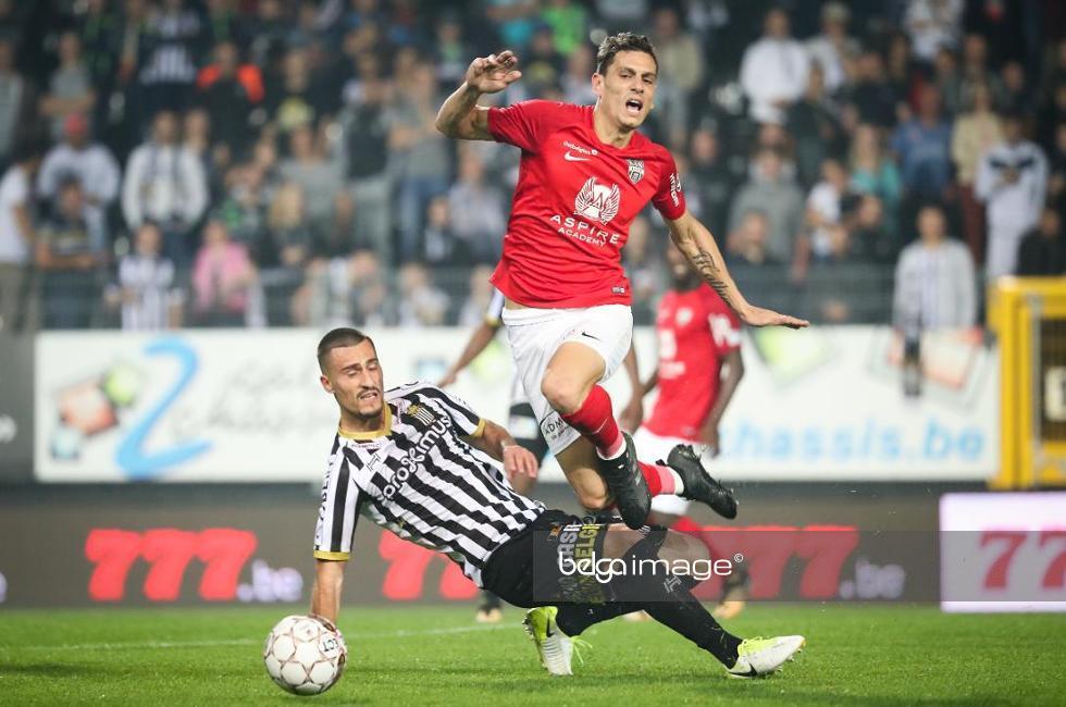 Zajkov makes a sliding tackle; photo: belga image