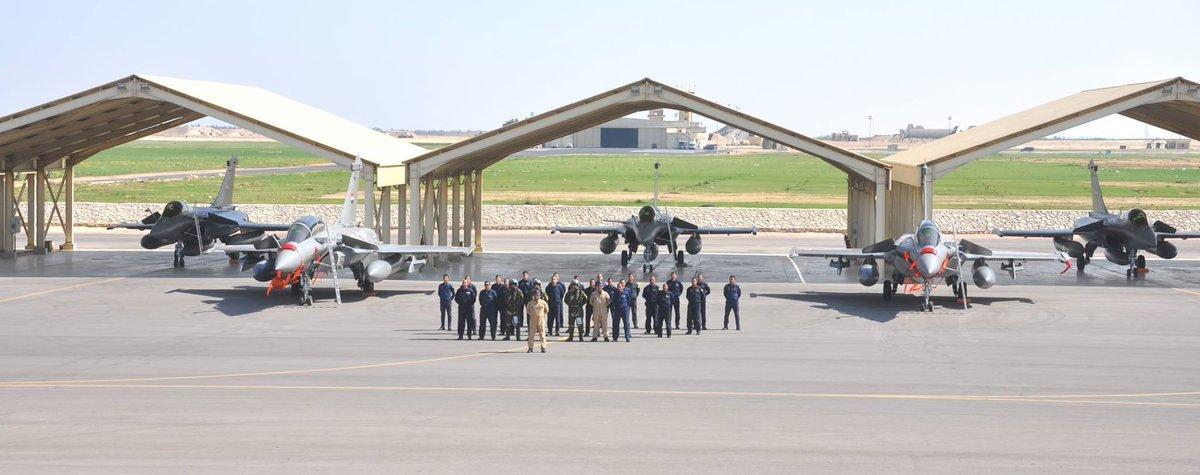 """الدفعة الثالثة من طائرات """"الرافال"""" تحلق بسماء القاهرة DMISLC-X0AAUzoq"""