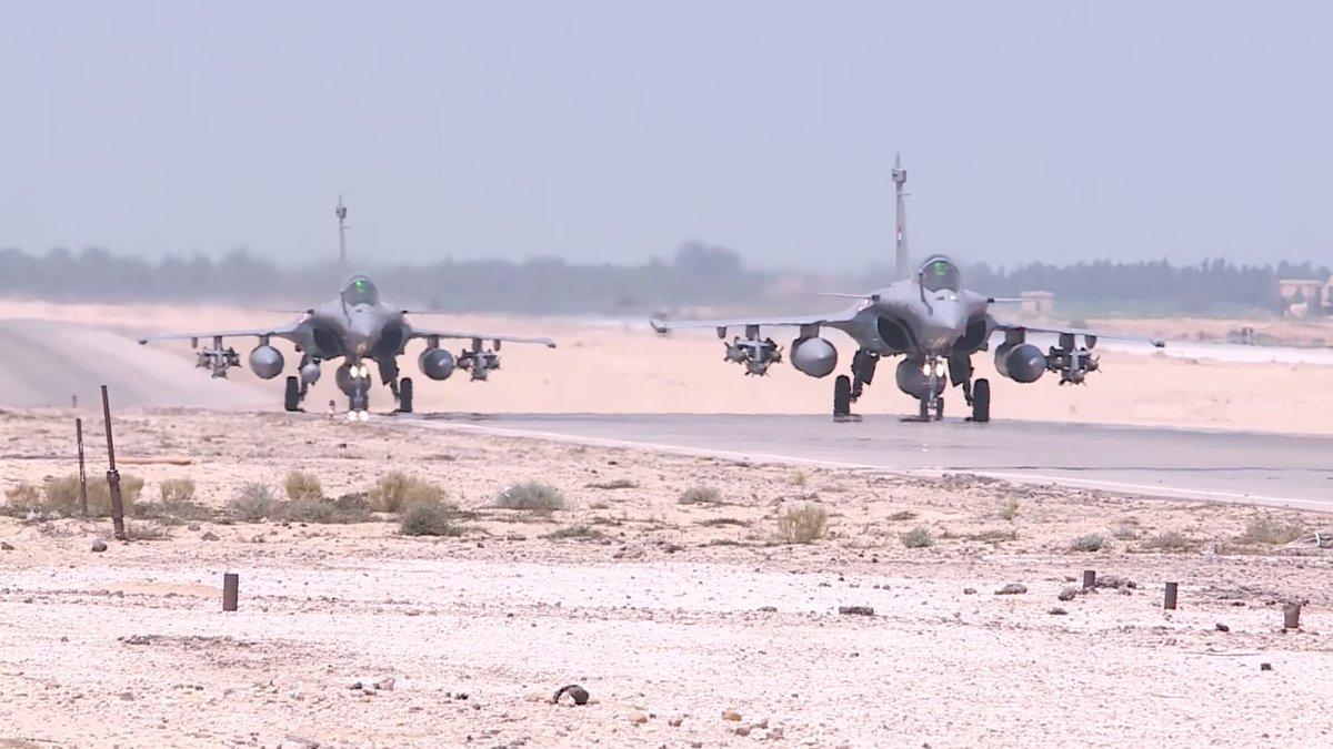 """الدفعة الثالثة من طائرات """"الرافال"""" تحلق بسماء القاهرة DMISMJ_XcAAIwLN"""