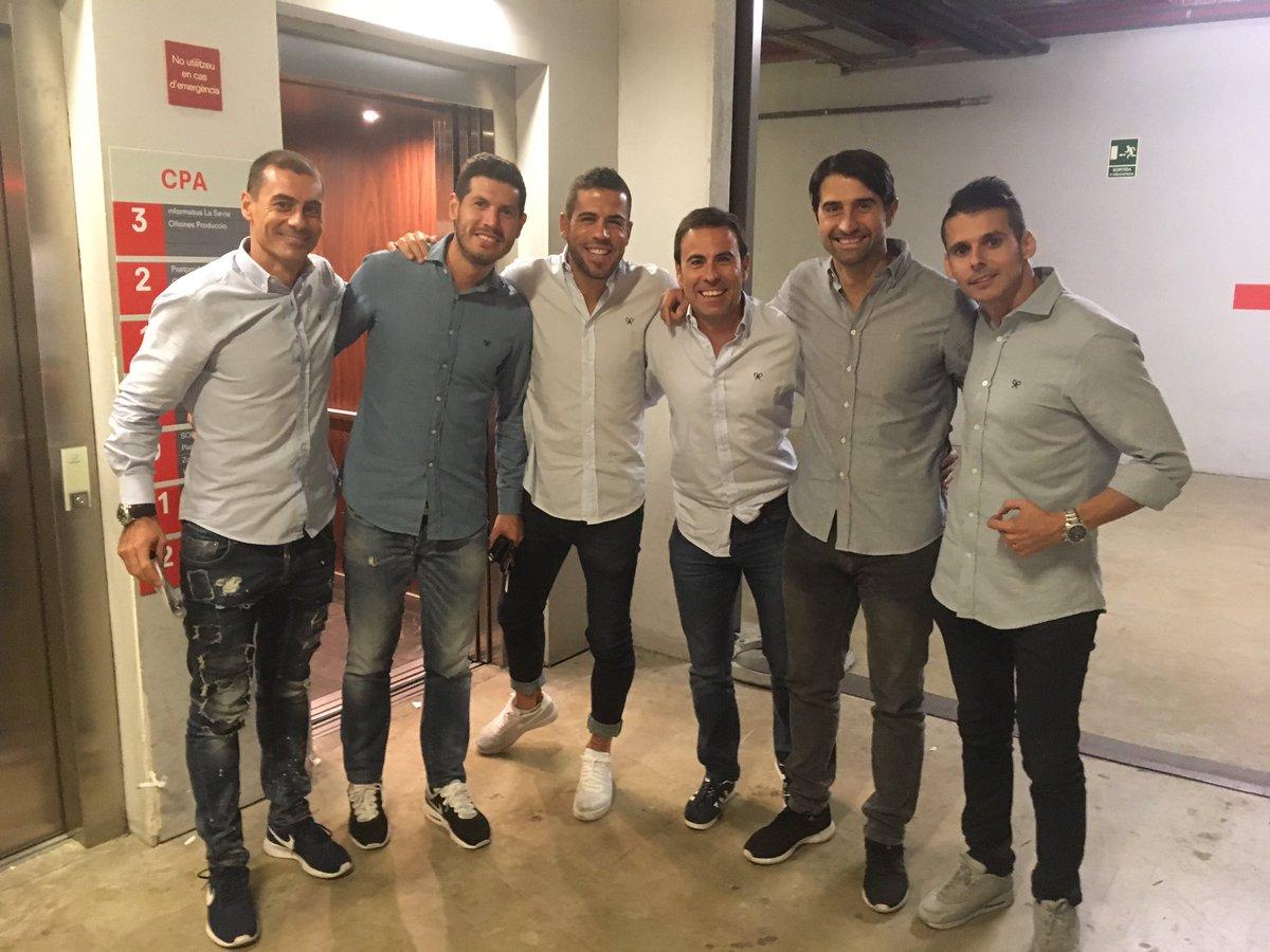 ¿Cuánto mide Álvaro Domínguez? DMIhBOeWsAAVPk4