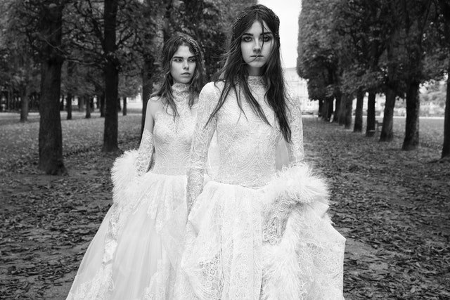We need Vera Wang to keep these witchy bridal vibes coming https://t.co/UUzoVoGDbp https://t.co/vHyMAPLP4v