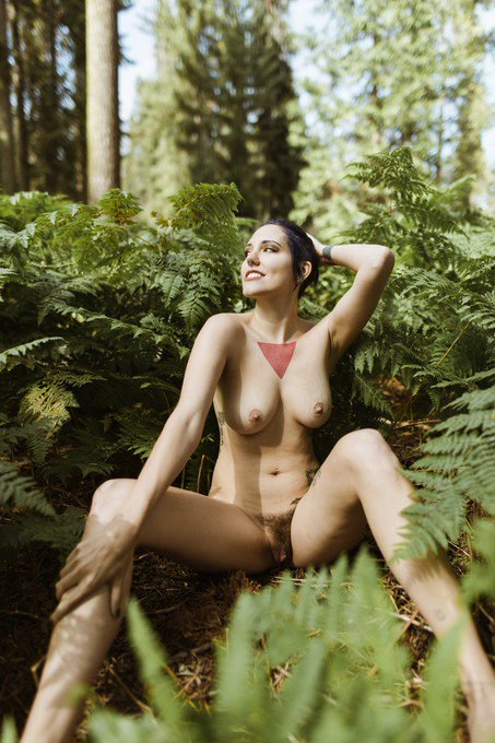 Just updated my membership site with my Sequoia Park nudes ! https://t.co/sx7C48heG1 https://t.co/6B