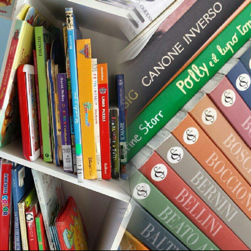 Libri diversi, libri per tutti, libri da sempre #SocialBookDay  #nonbastanomai #leggererendeliberi #dipendenzalibri #amoreperilibripic.twitter.com/B1DgJMQf9D