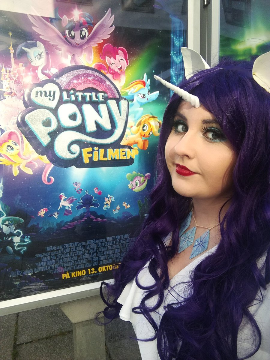 Watching #MyLittlePonyMovie while #cosplaying #Rarity c: #MyLittlePonyTheMovie #Cosplay #MLP #MLPCosplay #MyLittlePonyCosplay<br>http://pic.twitter.com/ERgEgD6YXF