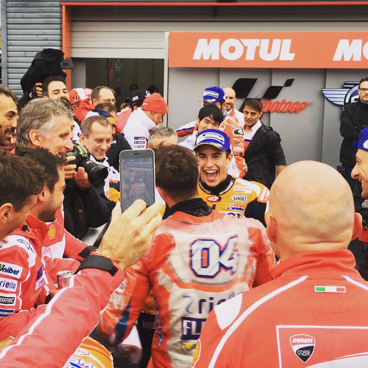 Amazing race in Motegi @marcmarquez93 &amp; @andreadovizioso !  This is racing, this is MotoGP!  #JapaneseGP <br>http://pic.twitter.com/ctGYrtfS9T