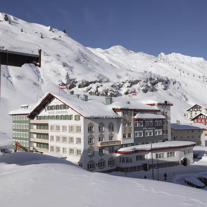 This one is for all you winter sports fans out there! #happy #winterwonderland #austria #zuers #alpinestyle #travel #thealps<br>http://pic.twitter.com/Zteye97okK