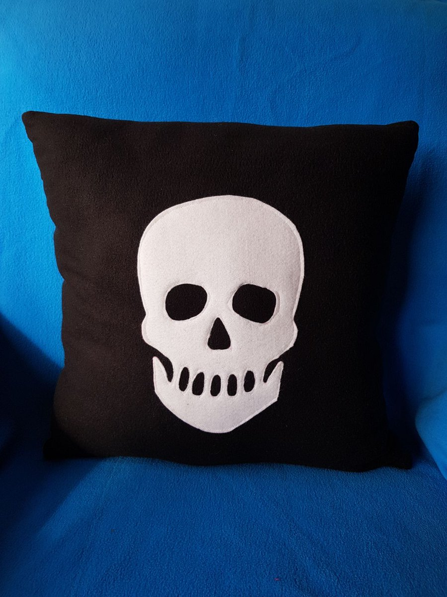 Cool skull cushion,handmade by us here at Amelia&#39;s Grotto #cool #skull #cushion #blackandwhite #handmade #etsyshop #ameliasgrotto1<br>http://pic.twitter.com/cuiSzkmOF6
