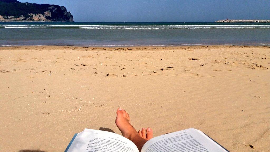 Time to reread #DefectosPerfectos by: @Chenoaoficial  Sol, playa y libro #Afortunada #Feliz  #Veroño #QuéMásPuedoPedir <br>http://pic.twitter.com/Fn6Dv6JSJ7