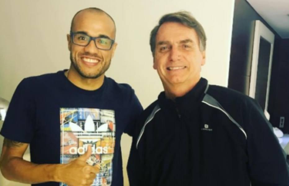 >@esportefera: Roger posta foto com Bolsonaro e seguidores desejam a volta do câncer https://t.co/6veVdLbEqD