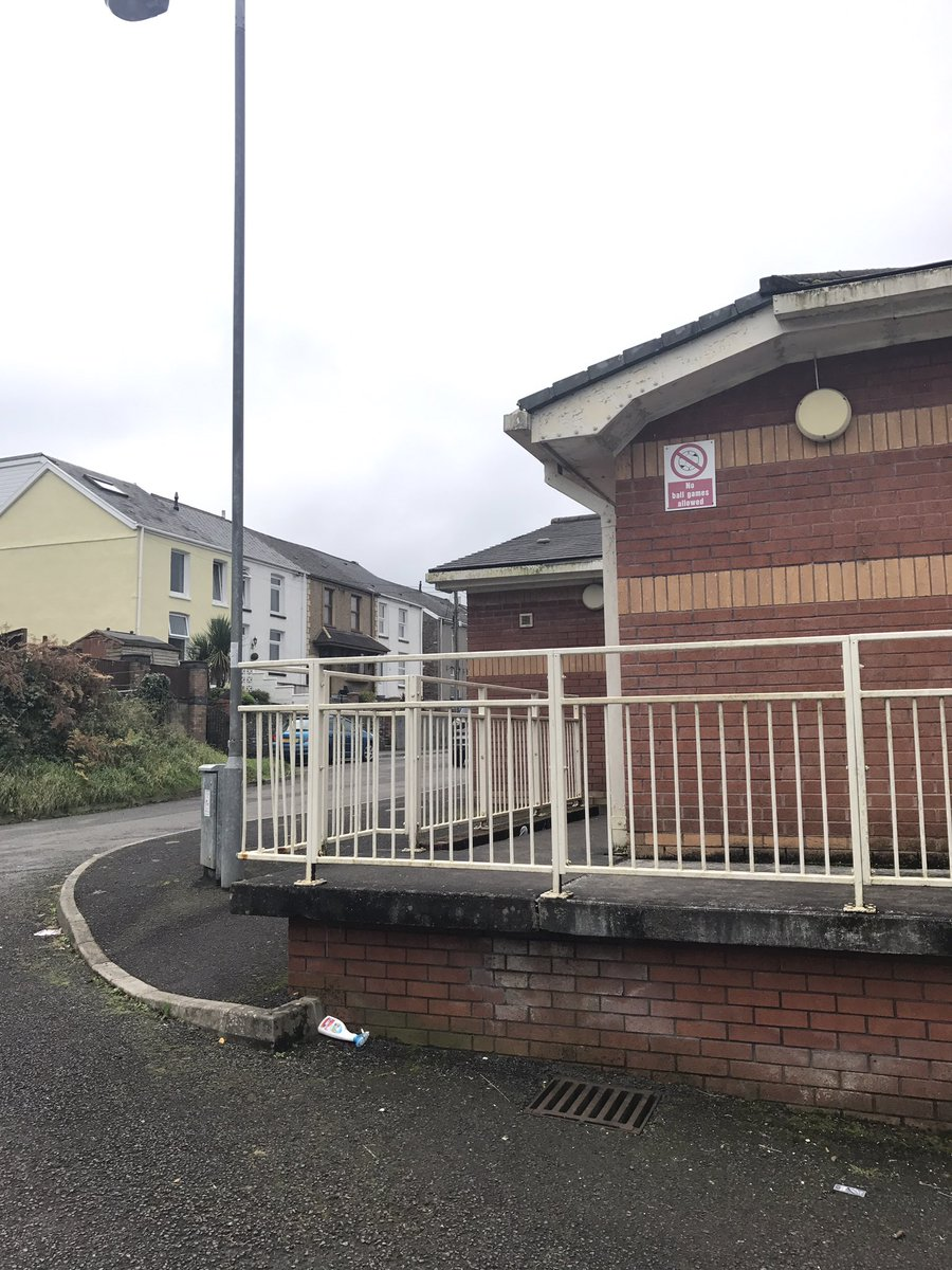 PCSO Jones has been at Aberdulais community centre due to ongoing reports of anti-social behaviour, all in order at time of patrol #aj #ASB<br>http://pic.twitter.com/wqE35Uq9Vy