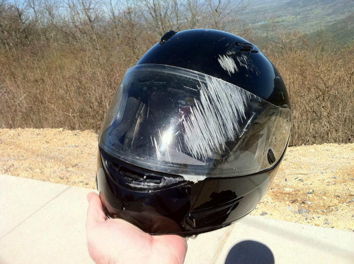 &quot;Why full-face helmets are a good idea.... REALLY!&quot; #motorcycle #biker #pics<br>http://pic.twitter.com/dbqqjtcfHp