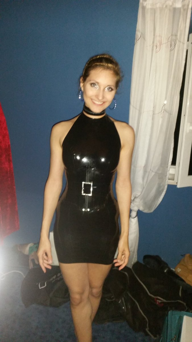 What a #partynight in Nossen yesterday!  Thank you to Mario for the great Organisation and Glanzglück for the #fashion #show. #model #latex<br>http://pic.twitter.com/ojuDvl1k2z
