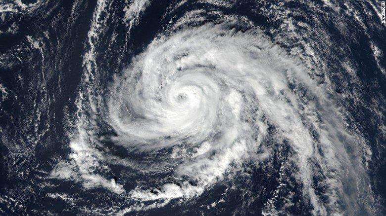 El poderoso huracán Ophelia avanza rápidamente hacia Irlanda y Reino Unido https://t.co/MdrK3QhRpC https://t.co/u2fuCmUoIW