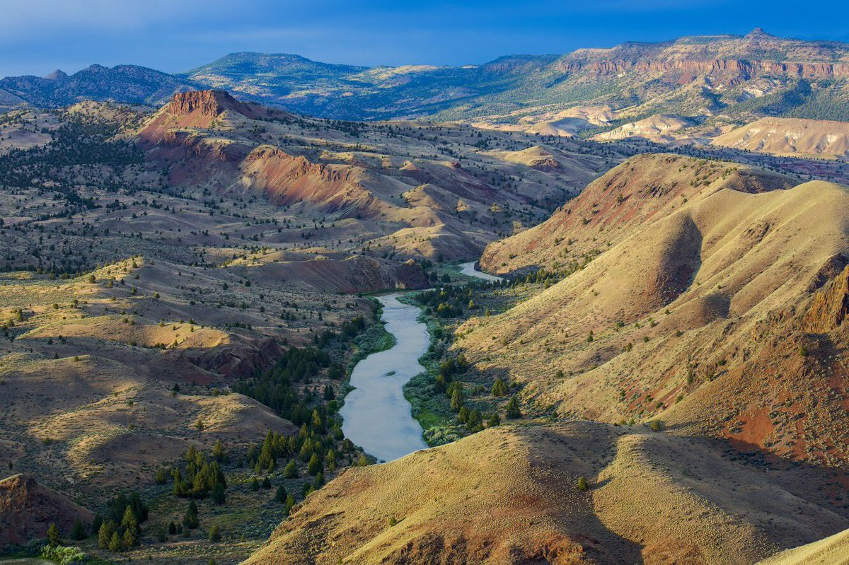 A winding river through a rugged landscape: The beautiful John Day Wild &amp; Scenic River in #Oregon #FindYourWay<br>http://pic.twitter.com/S29dtbMSw2