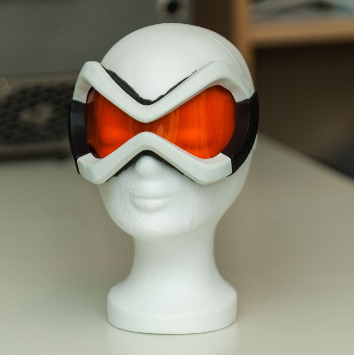 Tracer head piece is done. #tracer #overwatch #costume #diy #blizzard #cosplay #cosplaying #thinkbig_studios #3dprinting #3dprint<br>http://pic.twitter.com/mNjNqyi5RD