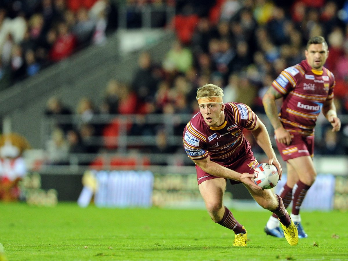 Plenty of talent waiting to burst on the scene with Giants  http://www. examiner.co.uk/sport/rugby-le ague/news/huddersfield-giants-chairman-ken-davy-13755461 &nbsp; …  #giantsrl <br>http://pic.twitter.com/W9yeBh3XvW