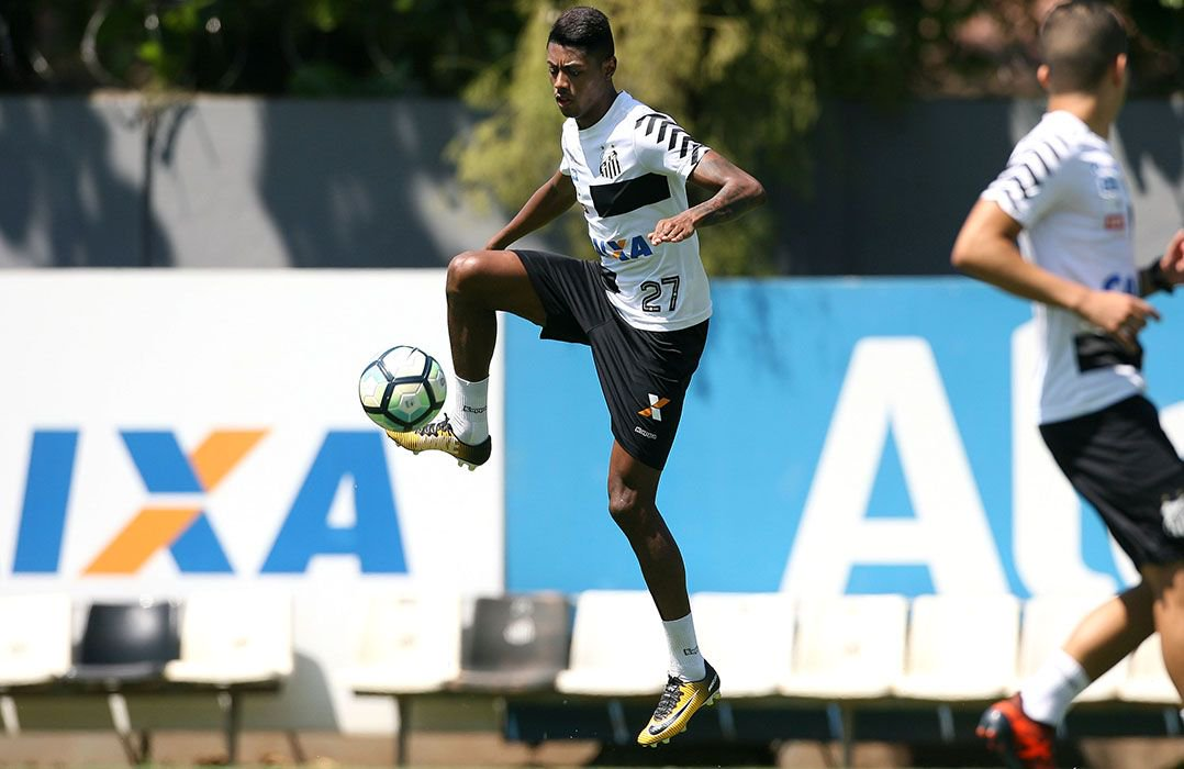 Bruno Henrique é dúvida no Santos para segunda. Exame não detectou nenhuma lesão na coxa, mas jogador segue reclamando de dores.