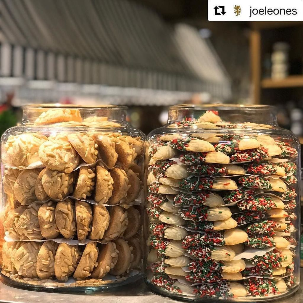 #Repost @joeleones (@get_repost) ・・・ It's Sunday, treat yourself!  #joeleones #italianspecialties #sprinklecookies…  http:// ift.tt/2yq3pRl  &nbsp;  <br>http://pic.twitter.com/93dz2hJAxU