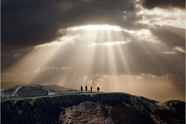 It is good to have an end to #journey toward, but it is the journey that matters, in the end.  Hemingway #Amwriting<br>http://pic.twitter.com/LE1qwbiZDP