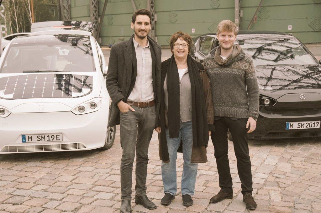That was fun: Testdrive with @brigittezypries in Berlin!  #solarcar #SonoMotors #ElectricCar #startup #emobility #testdrive <br>http://pic.twitter.com/thuVpOAyOB