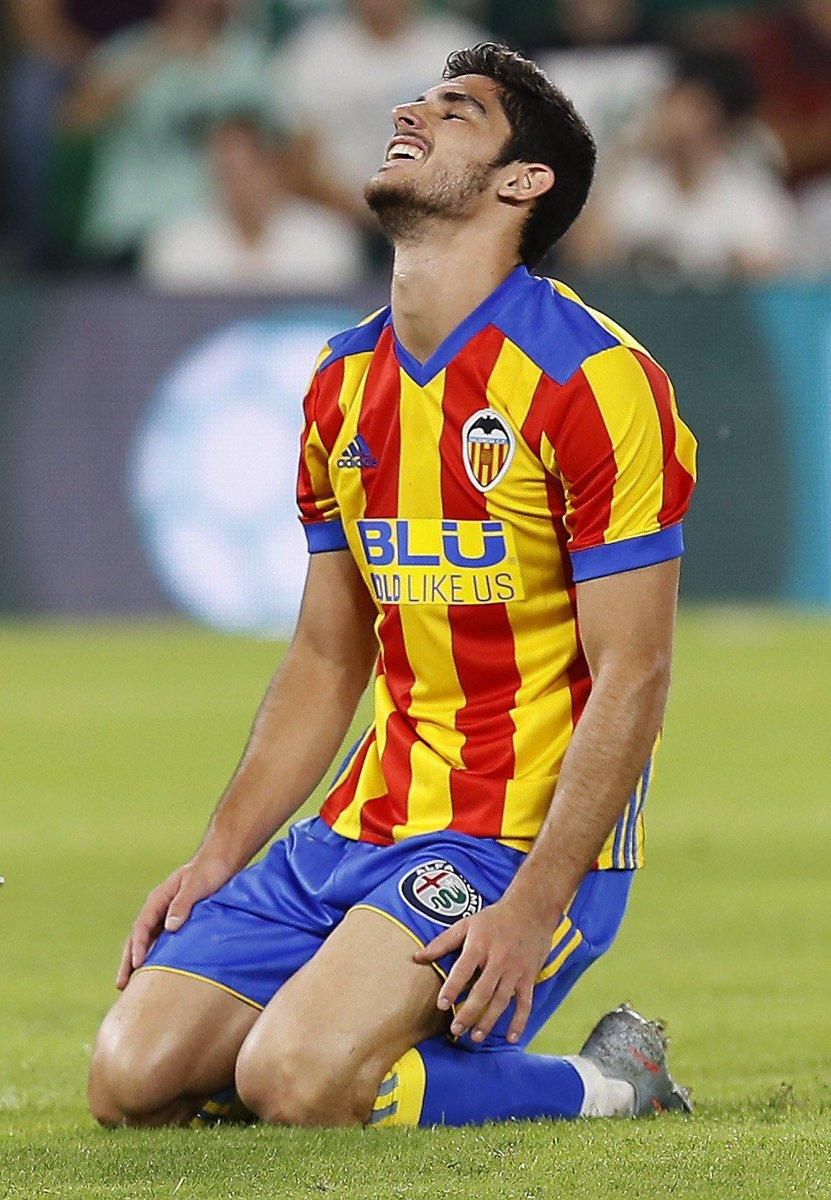 RT si el de Guedes es el mejor gol de #LaLigaSantander hasta ahora. 🦇☄...