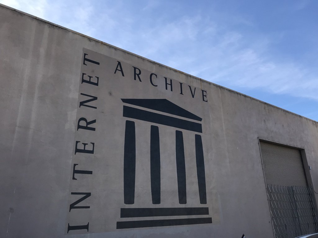 Checking out the physical archive of the @internetarchive! https://t.co/lJWLrd1TCF